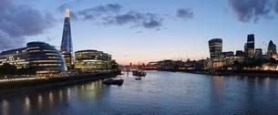 Southwark with City Hall and Shard high-rise building, Cityの写真素材 [FYI02343675]