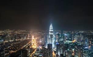 Skyline at night, Petronas Towers, Kuala Lumpur, Malaysiaの写真素材 [FYI02343685]