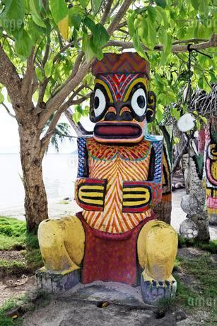 Totem pole, Bora Bora Bora Island, Society Islands, Frenchの写真素材 [FYI02343691]