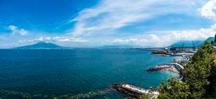 View from Castellammare de Stabia over the Gulf of Naplesの写真素材 [FYI02343741]