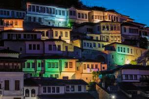 Illuminated Ottoman houses built on the hills, dusk, Unescoの写真素材 [FYI02343748]