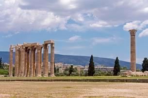 Temple of Olympian Zeus, Olympieion, Athens, Greece, Europeの写真素材 [FYI02343759]