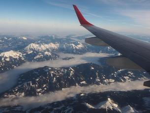 Aerial photograph, snow-covered Alps with cloud blanketの写真素材 [FYI02343764]