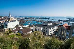 Overlook over Saint Peter Port, Guernsey, Channel islandsの写真素材 [FYI02343795]