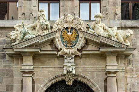 Large Nuremberg city coat of arms and allegorical figuresの写真素材 [FYI02343811]