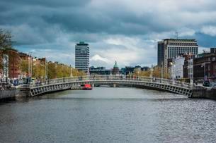 River Liffey, Dublin, Ireland, Europeの写真素材 [FYI02343828]