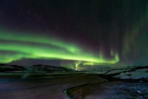 Northern Lights (Aurora borealis) over landscape nearの写真素材 [FYI02343833]