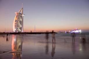 Luxury hotel Burj Al Arab and Jumeirah Beach at the blueの写真素材 [FYI02343859]