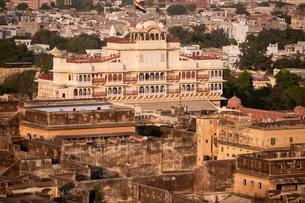 View of the City Palace, Jaipur, Rajasthan, India, Asiaの写真素材 [FYI02343871]