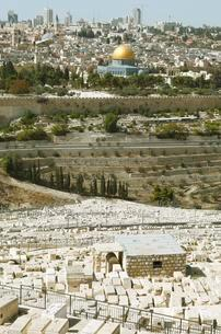 View from the Mount of Olives over the Jewish cemetery toの写真素材 [FYI02343903]