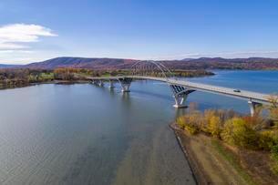 Lake Champlain Bridge, Chimney Point, Addison, Vermontの写真素材 [FYI02343911]