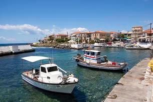 Fishing boats in the harbour, Agios Nikolaos, Maniの写真素材 [FYI02343922]