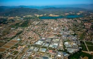 Aerial view, view of the city of Banyoles on the Lake ofの写真素材 [FYI02343951]