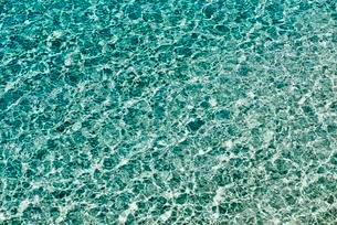 Water surface with small waves and clear waterの写真素材 [FYI02343955]