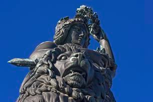 Bavaria with lion and laurel wreath, Munich, Bavariaの写真素材 [FYI02343989]