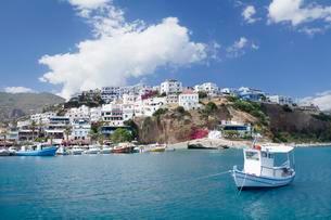 Boat off the seaside village of Agia Galini, Crete, Greeceの写真素材 [FYI02343997]