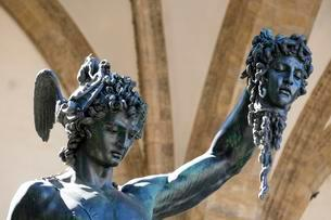 Statue of Perseus with the head of Medusa, Piazza dellaの写真素材 [FYI02343998]