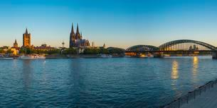 City panorama of Cologne, Rhine, Old Town, with churchの写真素材 [FYI02344002]