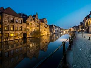 Old storehouses at the Kraanleian the Lys, Ghent, Flandersの写真素材 [FYI02344014]