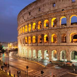 Illuminated Colosseum, Colosseo, UNESCO World Heritageの写真素材 [FYI02344016]