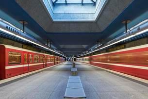 Subway station Hardthohe with subways, Furth, Middleの写真素材 [FYI02344025]