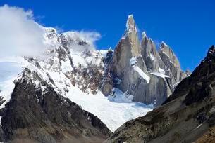 Cerro Torre with glacier Torre, Los Glaciares Nationalの写真素材 [FYI02344036]