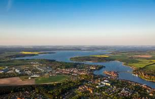 Aerial view, Malchow with Malchower See lake and the islandの写真素材 [FYI02344060]