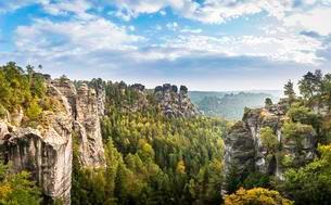 Elbe Valley, Schrammsteine around the Bastei, Elbeの写真素材 [FYI02344070]
