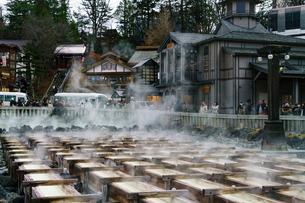 草津温泉の湯畑の写真素材 [FYI02344094]