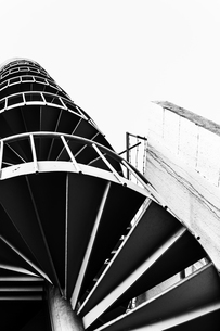 Low angle shot of the spiral staircaseの写真素材 [FYI02344095]