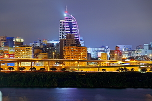 Overview the city from port at the nightの写真素材 [FYI02344149]