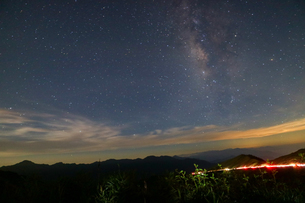Car Light Trails in the Mountains on a Starry Nightの写真素材 [FYI02344206]