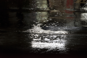 Water Puddles in rain with gleam of lightの写真素材 [FYI02344227]