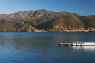 mountain and Lake landscapeの写真素材 [FYI02344362]