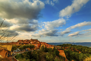 Overview of the City; Roussillon; Franceの写真素材 [FYI02344407]