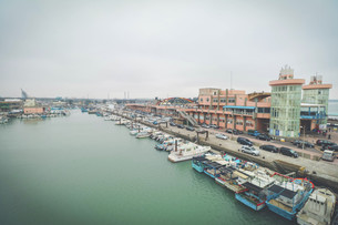 The city besides harborの写真素材 [FYI02344458]