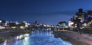 Overview of the Kamo River Kyodo Japanの写真素材 [FYI02344505]