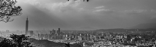 Overview of Taipei 101 building and Taipei cityの写真素材 [FYI02344634]