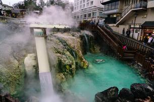 草津温泉の湯畑の写真素材 [FYI02344661]