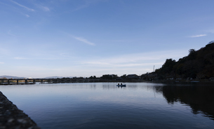 Overview of the lake with skyの写真素材 [FYI02344699]