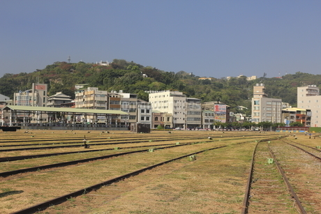 Train Trail with the Buildings against the Skyの写真素材 [FYI02344736]