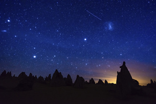 The Pinnacles Desert at the starry nightの写真素材 [FYI02344931]