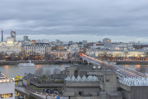 Wide-angle view of London South bankの写真素材 [FYI02344988]