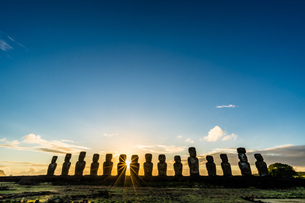 Moai statues;Easter island; Chileの写真素材 [FYI02345002]