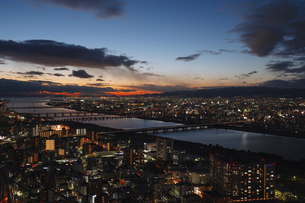 Overview the City at the Nightの写真素材 [FYI02345024]