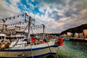 boat lies at the harborの写真素材 [FYI02345103]
