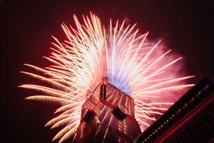 Taipei101 firework;Taiwanの写真素材 [FYI02345113]