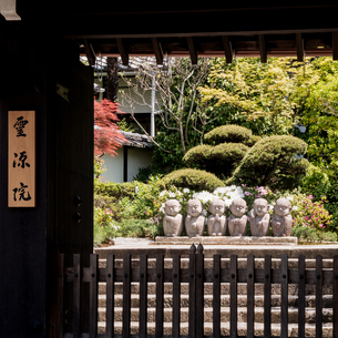 little monk statue;Kyotoの写真素材 [FYI02345132]
