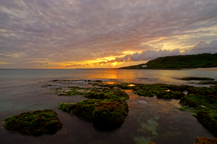 wide-angle view of the coast; sea and the cloudy skyの写真素材 [FYI02345232]