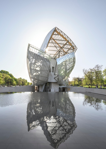 Fondation Louis Vuitton museum;Parisの写真素材 [FYI02345273]